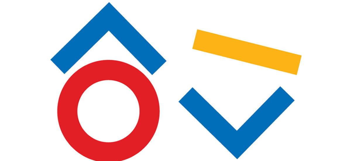 Valkoisella pohjalla sinisiä, punaisia ja keltaisia geometrisia kuvioita.
