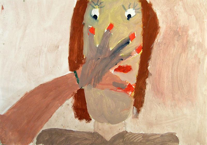 Maalaus, jossa kasvot. Kasvojen eteen on nostettu käsi. Kynnet ja henkilön suu ovat kirkkaan punaiset, muuten värit ovat maanläheiset ja murretut.